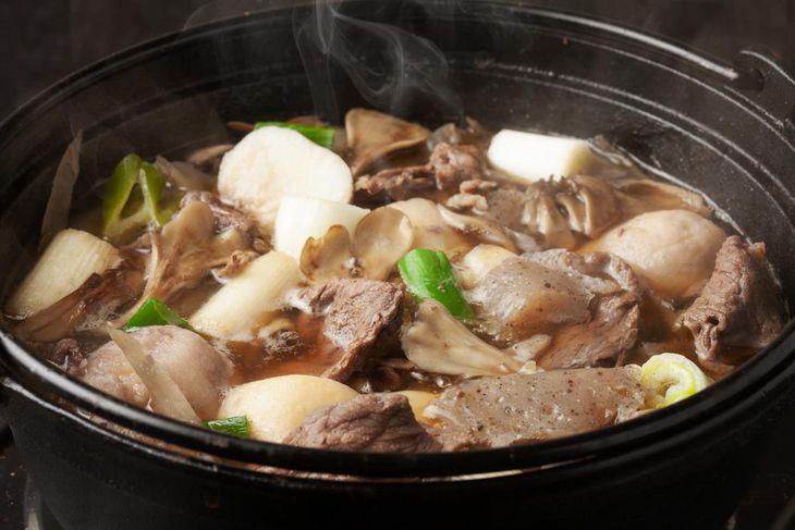 芋煮セットでできる醤油味がベースの芋煮鍋