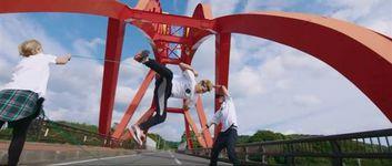 かえる橋などで縄跳びパフォーマンスが撮影された印南町のPR動画