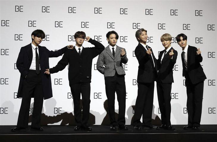 韓国・ソウルで記者会見するBTS=2020年11月(AP)