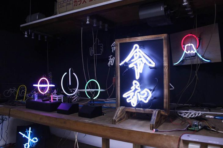 LEDに押されるアナログな「ネオン」の灯り アートに活路