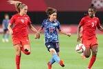 【東京五輪2020サッカー女子予選】後半39分、ゴールを決める岩渕真奈=21日、札幌ドーム(村本聡撮影)
