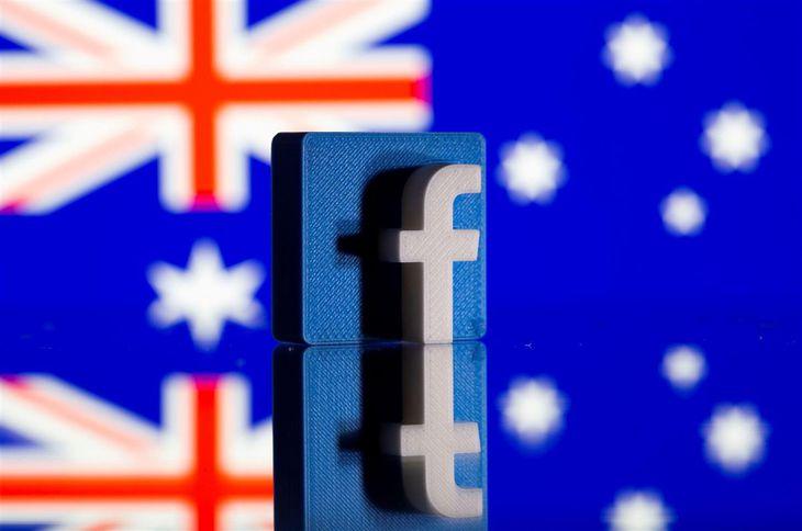 オーストラリアの国旗とフェイスブックのロゴ=18日(ロイター)