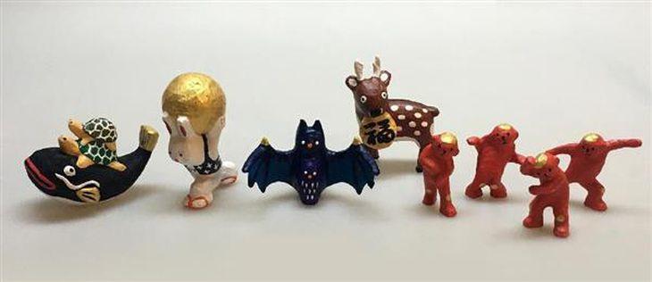 郷土玩具のデザインを手がける竹田周平さんの作品例(県立民俗博物館提供)