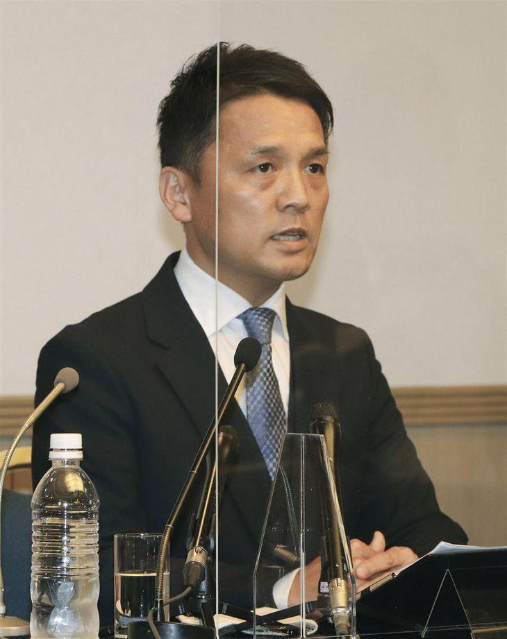 記者会見で衆院選愛媛1区から立候補することを表明した友近聡朗氏=28日午後、松山市