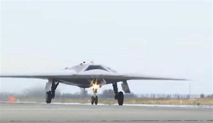 露ステルス機と無人機が初の共同飛行