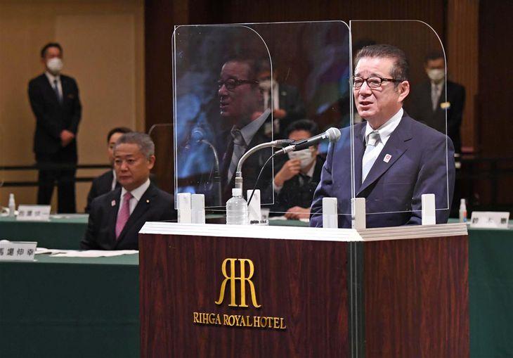 オンラインで開催された日本維新の会党大会の冒頭、話す松井一郎代表=17日午後、大阪市北区(柿平博文撮影)