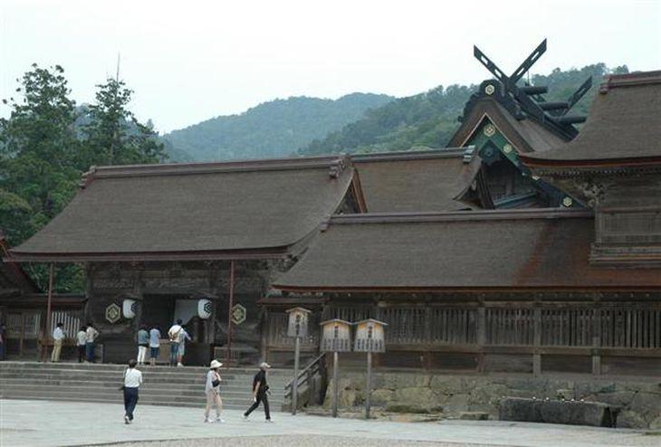 国宝の本殿をはじめ、重要文化財の建物が並ぶ出雲大社=島根県出雲市