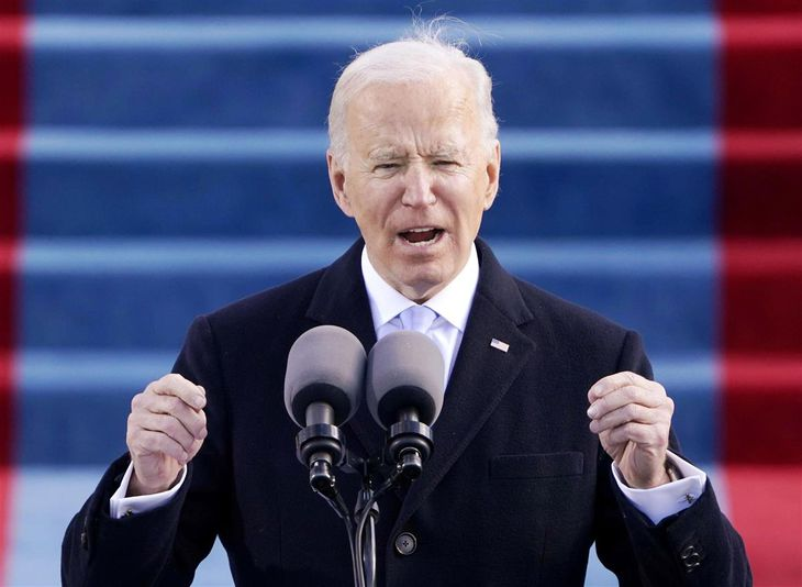 就任式で演説するバイデン米大統領=20日、ワシントンの連邦議会議事堂(AP)