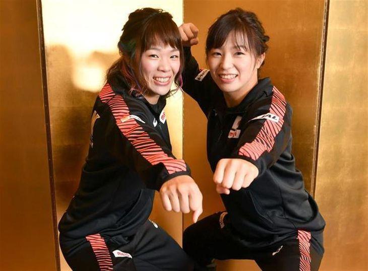 川井梨紗子(左)と川井友香子
