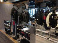 販売店の刷新第1号店として開業した「プラザ大阪鶴見」の店内には、おしゃれなライダー用衣類が並ぶ