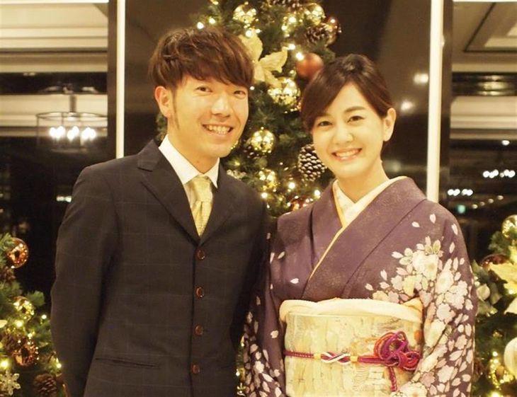 結婚が発表された塚本麻里衣ABCテレビアナウンサー(右)とお笑いコンビ「アキナ」の秋山賢太さん(ABCテレビ提供)