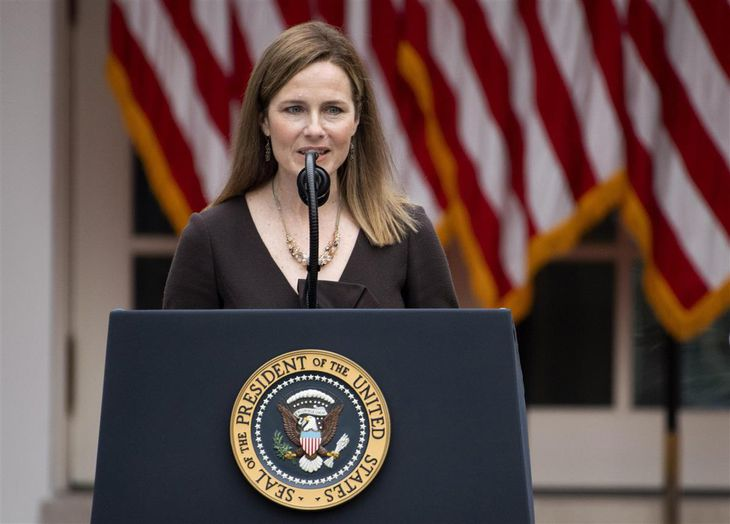 米最高裁判事への指名が決まったエイミー・バレット連邦控訴裁判事=26日、ワシントン(UPI=共同)