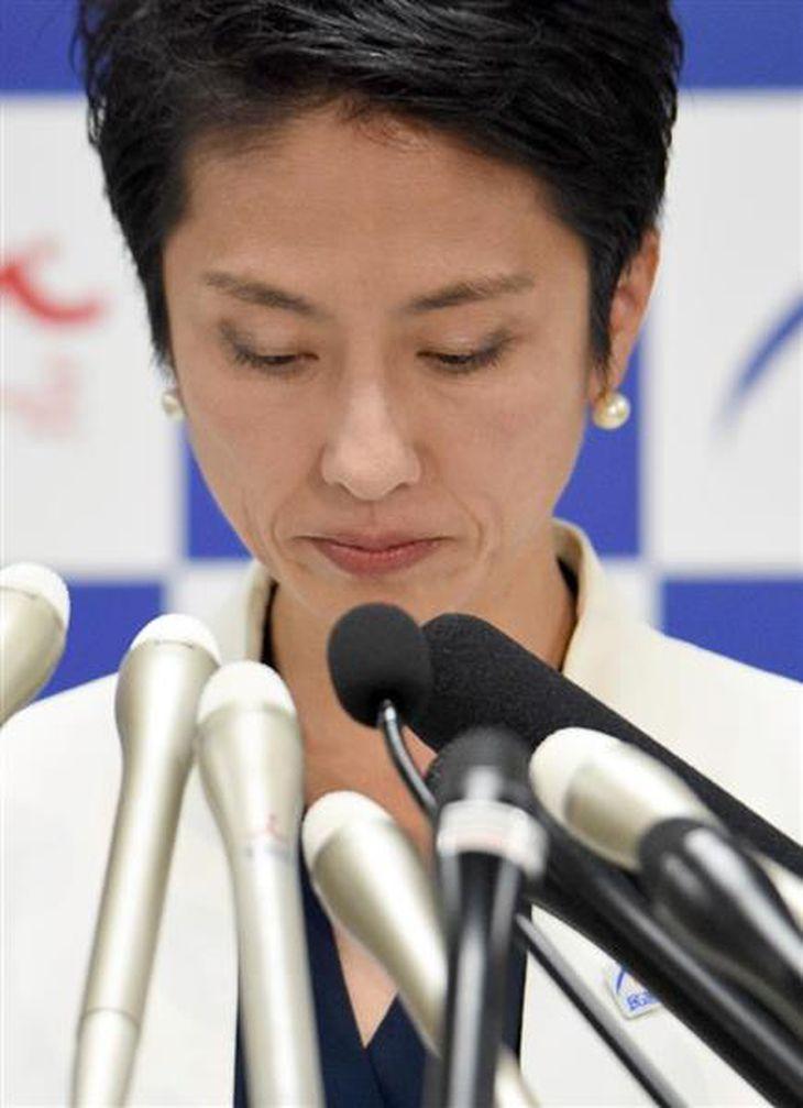 記者会見する民進党の蓮舫代表=18日午後、東京・永田町の民進党本部(酒巻俊介撮影)