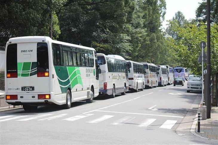 【関西の議論】京都観光、中韓訪日客の急増で「異常事態」 〝爆バス〟年がら年中「違法駐車」の嵐!?