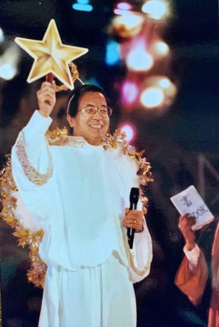 「希望にあふれる町、愉快な市民」をスローガンに台北市長に当選。よく変装して市のイベントに出席した