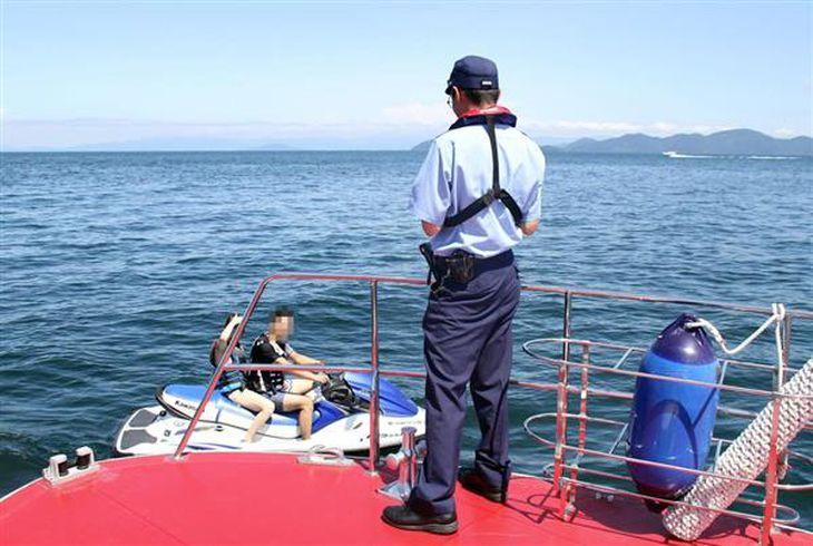 【関西の議論】遊泳エリアで女性をナンパ、水上バイクのマナーの悪さは琵琶湖の風物詩?…警備艇パトロールに同行