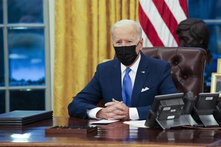 米ホワイトハウスで発言するバイデン大統領=2日、ワシントン(ゲッティ=共同)