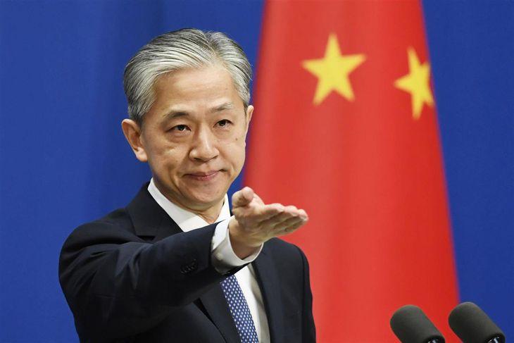 中国外務省の汪文斌副報道局長(共同)