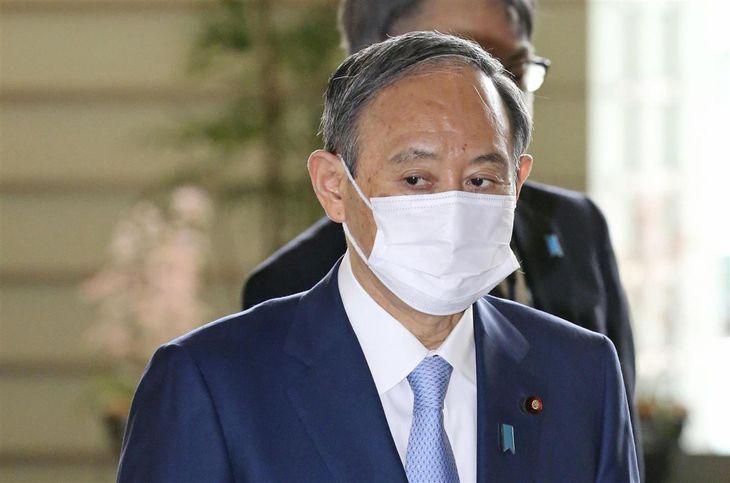 首相官邸に入る菅首相=1日午前