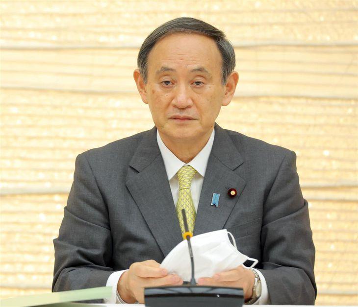 2050年カーボンニュートラル全国フォーラムに臨む菅義偉首相=17日午後、首相官邸(春名中撮影)
