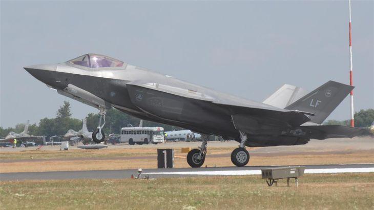 米空軍の最新ステルス戦闘機F-35A(岡田敏彦撮影)
