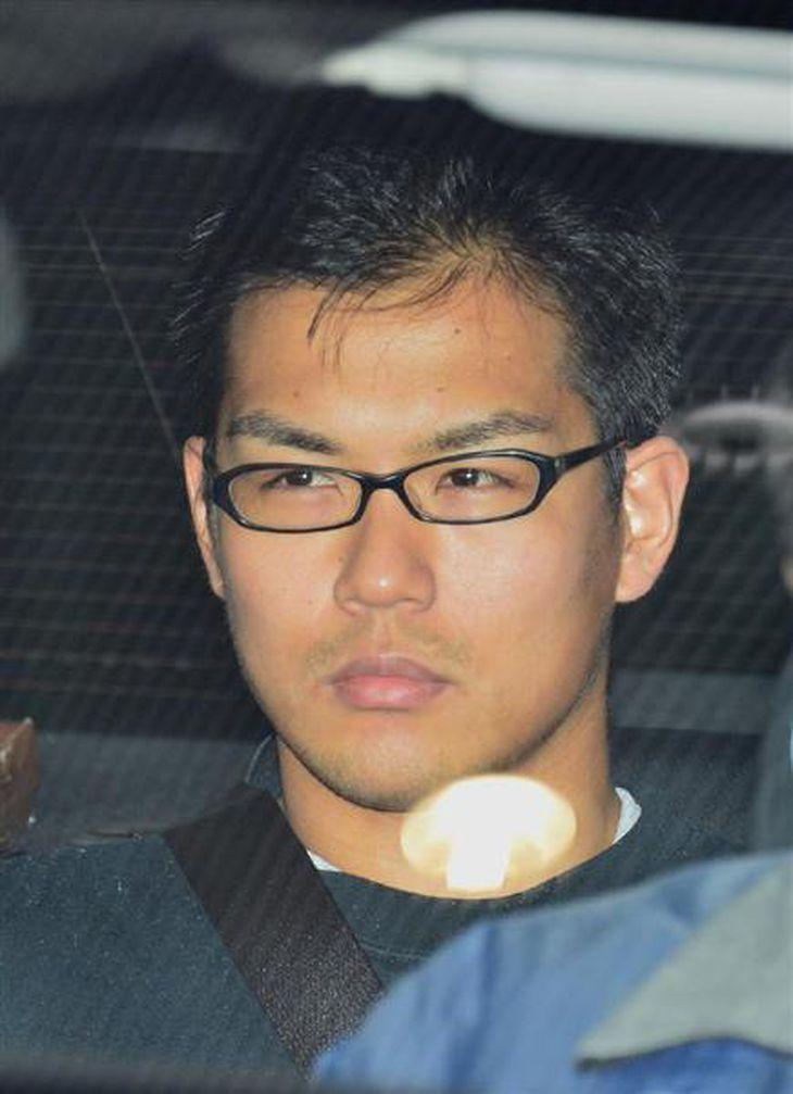妻の存在を隠して交際していた白田光さんを殺害したとする殺人罪で懲役18年を言い渡された元大阪府警巡査長、水内貴士被告。イケメンマッチョの風貌を生かし、妻と白田さん以外に不適切な関係があった女性が6人いた派手な女性交遊ライフは、事件で終焉を迎えた
