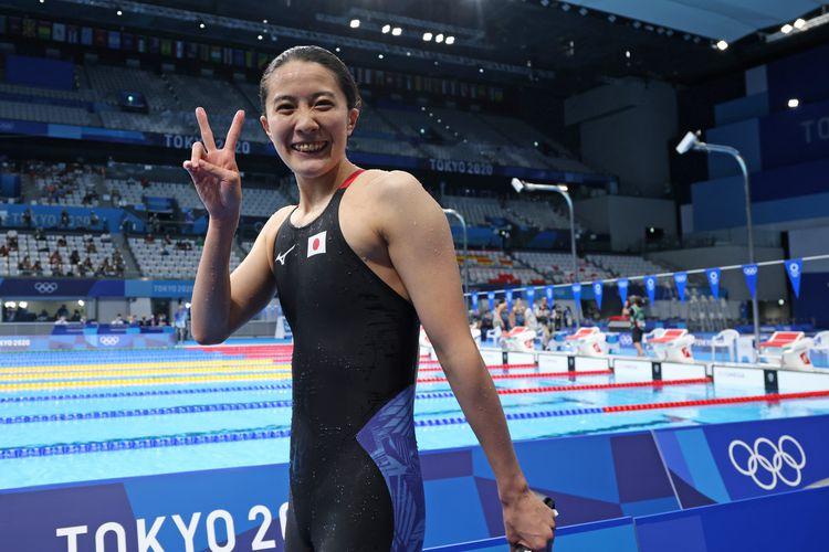 女子個人メドレー200メートル決勝を制し、100メートルに続く2冠で笑顔をみせる大橋悠依=28日、東京アクアティクスセンター(恵守乾撮影)
