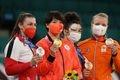 【東京五輪2020 柔道】柔道女子70キロ級決勝 金メダルを手にする新井千鶴(左から2人目)=28日、日本武道館(恵守乾撮影)
