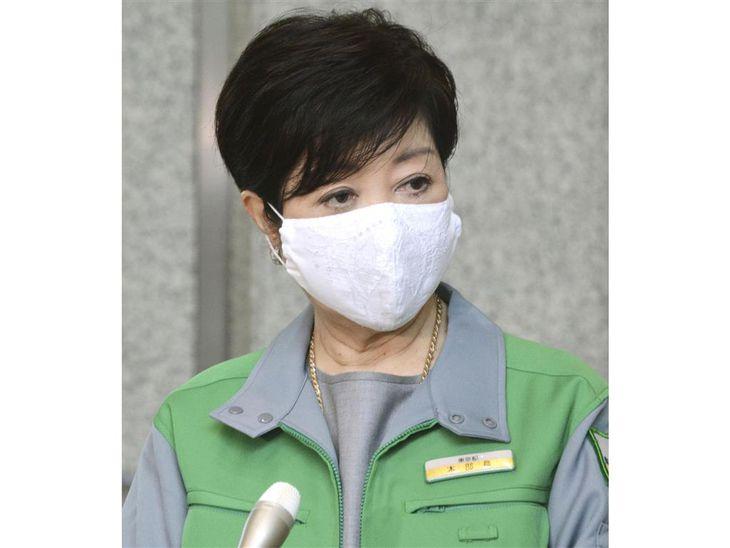 新型コロナウイルスの新規感染者数の見通しについて取材に応じる東京都の小池百合子知事=17日午前、東京都庁