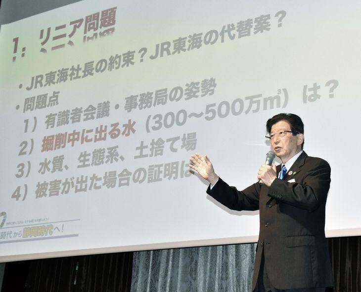 静岡県知事選の公約を発表する川勝平太氏。3期12年での〝けんか戦法〟がリニア問題や選挙結果にどう影響するかは見通せない=5月24日、静岡市